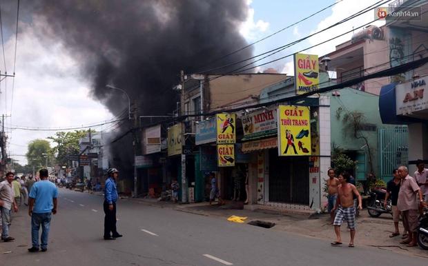 Cụ già 90 tuổi kêu cứu trong căn nhà bốc cháy dữ dội giữa trưa ở Sài Gòn - Ảnh 1.