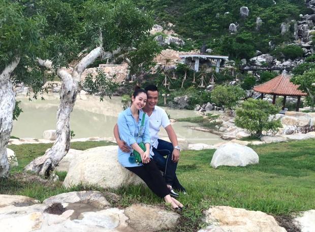 Khoe ảnh hạnh phúc cùng chồng, Jennifer Phạm lộ bụng bầu to trông thấy - Ảnh 4.