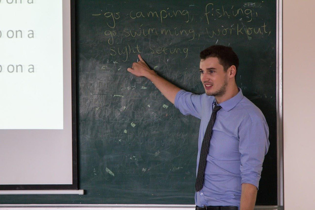 5 thầy giáo Tây siêu điển trai sẽ khiến bạn ngày nào cũng chỉ muốn tới trường - Ảnh 19.