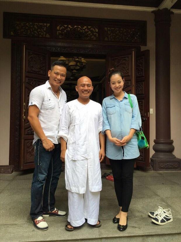 Khoe ảnh hạnh phúc cùng chồng, Jennifer Phạm lộ bụng bầu to trông thấy - Ảnh 3.