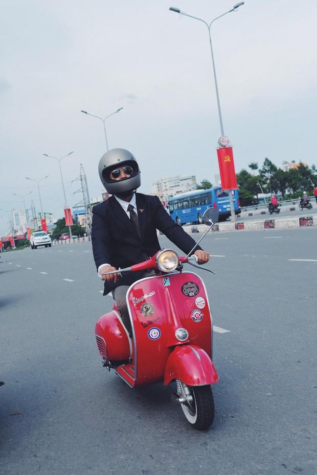 Nguyên dàn mặc chất, cưỡi vespa cổ trên phố Sài Gòn: Quá nhiều cái đẹp trong một tấm hình! - Ảnh 15.