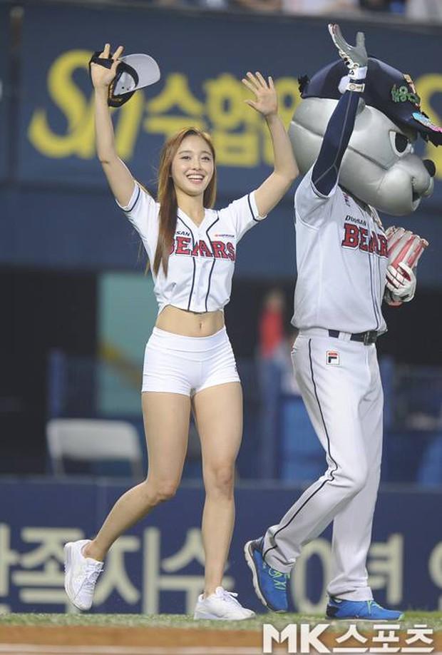 Hoa hậu cơ bắp Hàn Quốc gây sốt với màn ném bóng chày sexy - Ảnh 4.