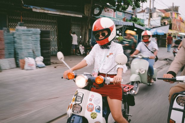 Nguyên dàn mặc chất, cưỡi vespa cổ trên phố Sài Gòn: Quá nhiều cái đẹp trong một tấm hình! - Ảnh 17.