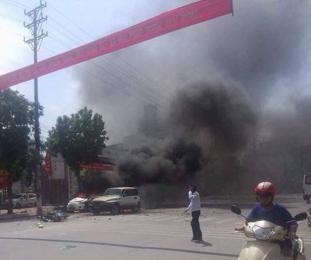 Xe ô tô nổ kinh hoàng giữa thành phố Cẩm Phả, 2 người thiệt mạng - Ảnh 2.