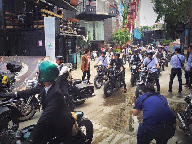 Hôm nay, dân tình siêu choáng với 500 anh em mặc suit, cưỡi motor cực bảnh đi khắp Hà Nội - Ảnh 21.