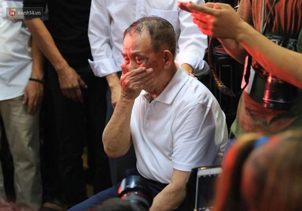Chuyện từ lễ tang Minh Thuận: Khi nỗi đau trở thành cái để xem, nó chua xót lắm! - Ảnh 1.