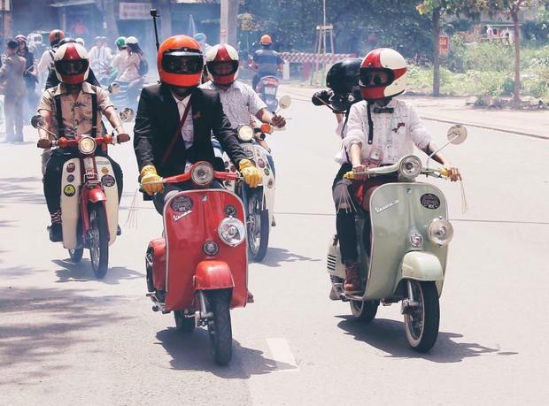 Nguyên dàn mặc chất, cưỡi vespa cổ trên phố Sài Gòn: Quá nhiều cái đẹp trong một tấm hình! - Ảnh 16.