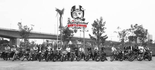 Hôm nay, dân tình siêu choáng với 500 anh em mặc suit, cưỡi motor cực bảnh đi khắp Hà Nội - Ảnh 16.