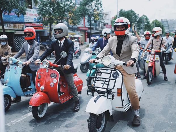 Nguyên dàn mặc chất, cưỡi vespa cổ trên phố Sài Gòn: Quá nhiều cái đẹp trong một tấm hình! - Ảnh 12.