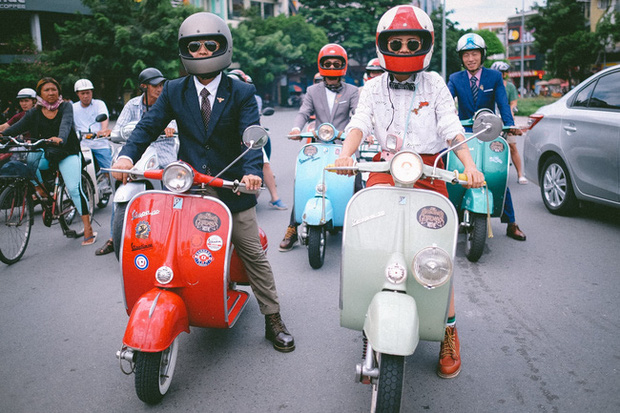 Nguyên dàn mặc chất, cưỡi vespa cổ trên phố Sài Gòn: Quá nhiều cái đẹp trong một tấm hình! - Ảnh 3.