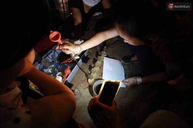 Hà Nội: Trắng đêm khắc phục hậu quả cá chết trắng ven hồ Tây - Ảnh 5.