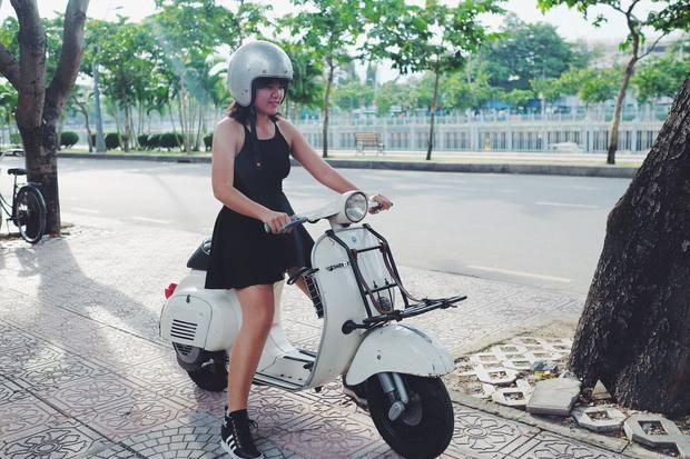 Nguyên dàn mặc chất, cưỡi vespa cổ trên phố Sài Gòn: Quá nhiều cái đẹp trong một tấm hình! - Ảnh 18.