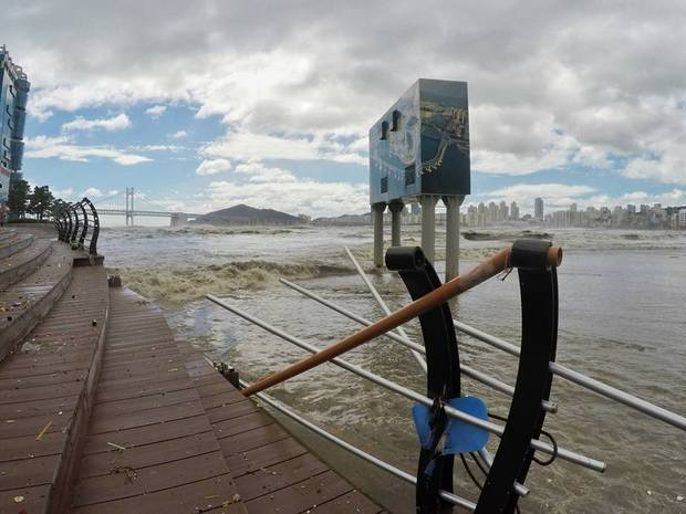 Cảnh tượng ngập lụt, đổ nát kinh hoàng sau bão tại siêu đô thị Busan của Hàn Quốc - Ảnh 15.