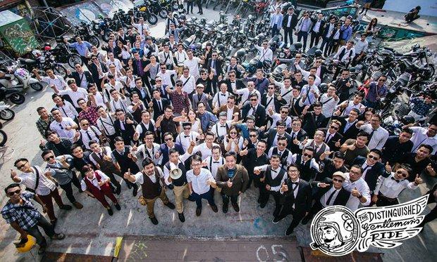 Hôm nay, dân tình siêu choáng với 500 anh em mặc suit, cưỡi motor cực bảnh đi khắp Hà Nội - Ảnh 18.