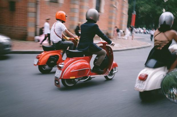 Nguyên dàn mặc chất, cưỡi vespa cổ trên phố Sài Gòn: Quá nhiều cái đẹp trong một tấm hình! - Ảnh 4.