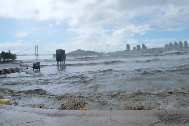 Cảnh tượng ngập lụt, đổ nát kinh hoàng sau bão tại siêu đô thị Busan của Hàn Quốc - Ảnh 20.