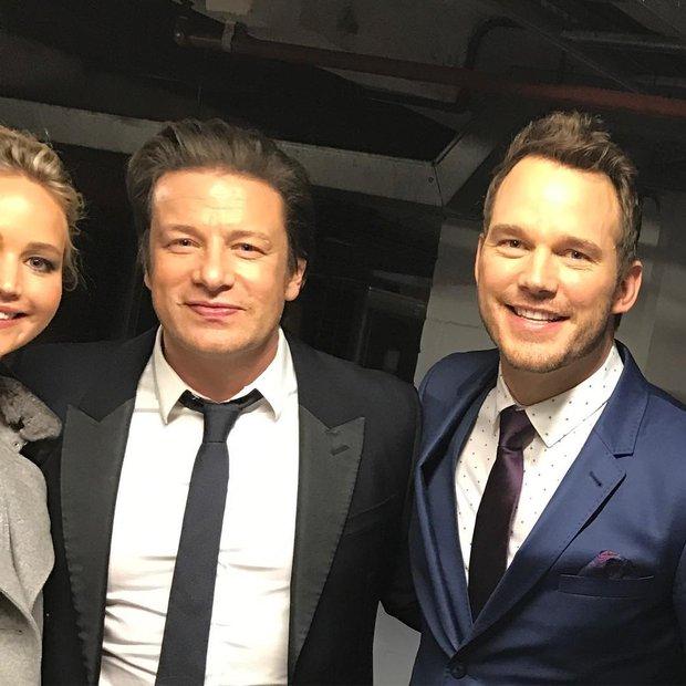 Tình tứ trong Passengers, nhưng Chris Pratt - Jennifer Lawrence ngoài đời lại troll nhau thật bá đạo! - Ảnh 5.
