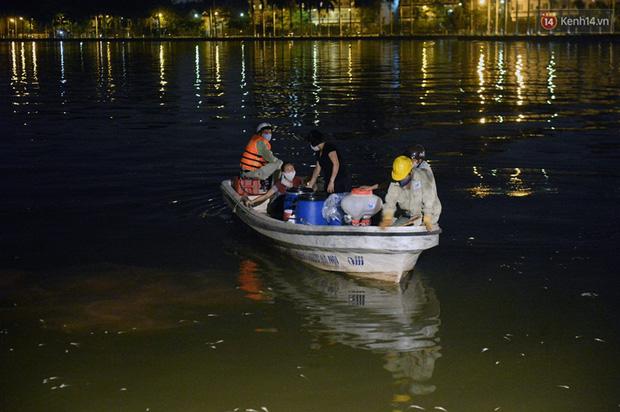 Hà Nội: Trắng đêm khắc phục hậu quả cá chết trắng ven hồ Tây - Ảnh 8.