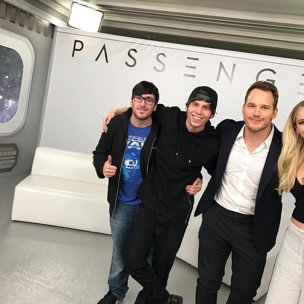 Tình tứ trong Passengers, nhưng Chris Pratt - Jennifer Lawrence ngoài đời lại troll nhau thật bá đạo! - Ảnh 3.