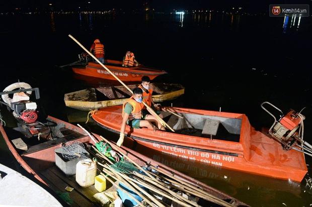 Hà Nội: Trắng đêm khắc phục hậu quả cá chết trắng ven hồ Tây - Ảnh 3.