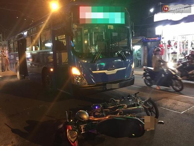TP. HCM: Va chạm với xe máy ngã xuống đường, nữ sinh lớp 8 bị xe buýt cán nát tay - Ảnh 1.