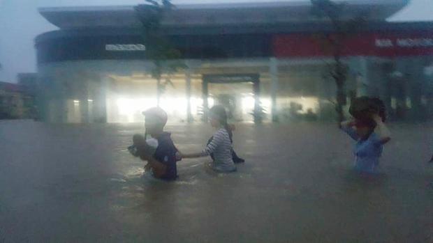 Quảng Bình: 8 người chết và mất tích, gần 27.000 hộ dân bị ngập do mưa lũ - Ảnh 10.