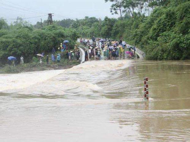 Quảng Bình: 8 người chết và mất tích, gần 27.000 hộ dân bị ngập do mưa lũ - Ảnh 11.