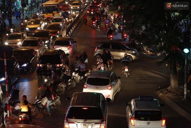 Hà Nội: Tắc đường nghiêm trọng nhiều giờ đồng hồ ở tuyến đường Tây Sơn - Chùa Bộc - Ảnh 3.