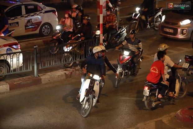 Hà Nội: Tắc đường nghiêm trọng nhiều giờ đồng hồ ở tuyến đường Tây Sơn - Chùa Bộc - Ảnh 13.