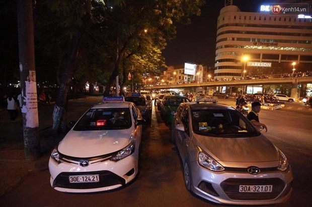 Hà Nội: Tắc đường nghiêm trọng nhiều giờ đồng hồ ở tuyến đường Tây Sơn - Chùa Bộc - Ảnh 10.