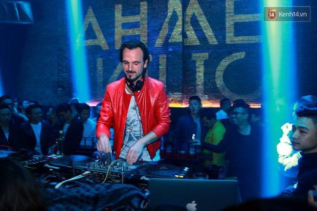Khán giả Hà Nội hoài niệm trong đêm nhạc Deep House bay bổng cùng DJ Ahmet Kilic - Ảnh 3.