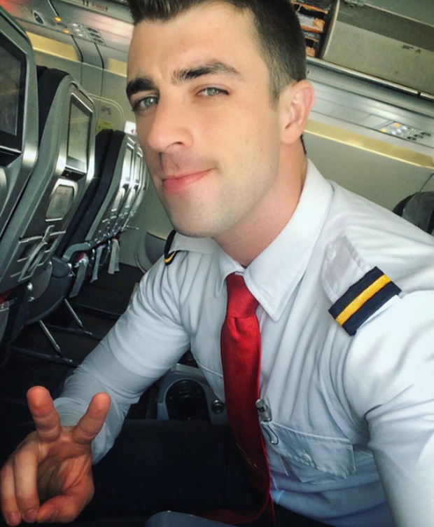 Anh chàng phi công siêu đẹp trai với body 6 múi đang làm dậy sóng Instagram  - Ảnh 13.