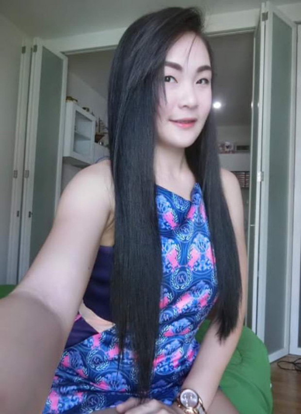 Hình ảnh phản cảm của hot girl Thái từng mặc đồ cử nhân quỳ lạy mẹ là công nhân vệ sinh - Ảnh 5.