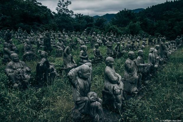 Nỗi ám ảnh từ những bức tượng biết đi tại công viên ma Nhật Bản - Ảnh 11.