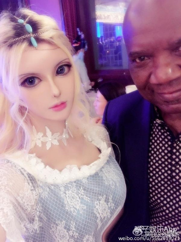 Sau anh chàng mặt rắn, đến lượt cô búp bê Barbie mang trong mình 1/4 dòng máu Nga khuấy đảo mạng xã hội - Ảnh 9.