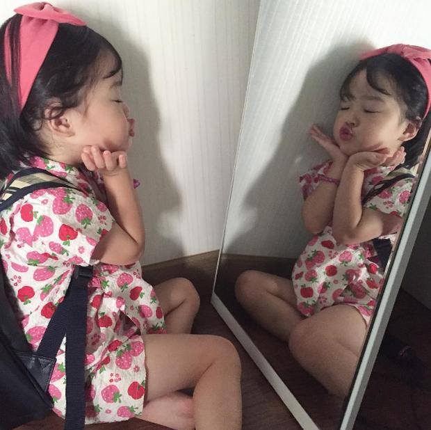 Cô nhóc Hàn Quốc đáng yêu tới nỗi xem ảnh mà chỉ muốn lao ngay vào... cắn má - Ảnh 2.