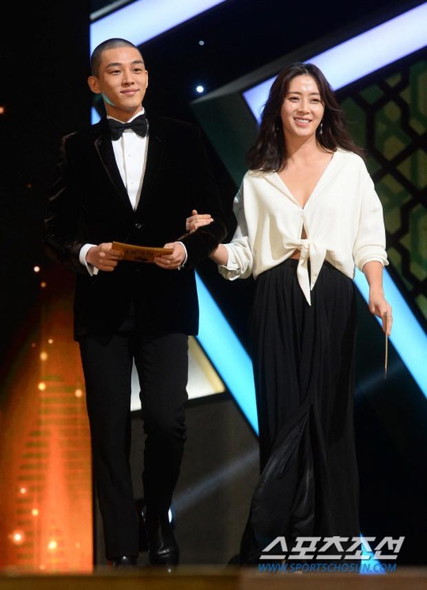 """Phim kinh dị """"The Wailing"""" đánh chiếm Rồng Xanh 2016, Lee Byung Hun lên ngôi Ảnh đế - Ảnh 16."""