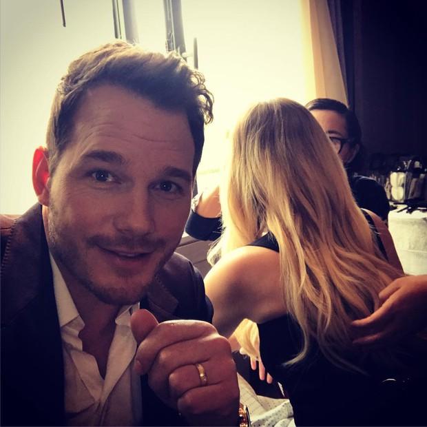 Tình tứ trong Passengers, nhưng Chris Pratt - Jennifer Lawrence ngoài đời lại troll nhau thật bá đạo! - Ảnh 4.