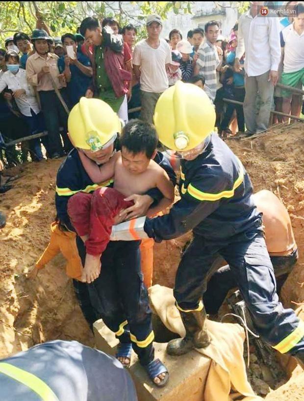 Nghẹt thở cứu cháu bé 7 tuổi rơi xuống hố móng cột điện ở Quảng Nam - Ảnh 1.