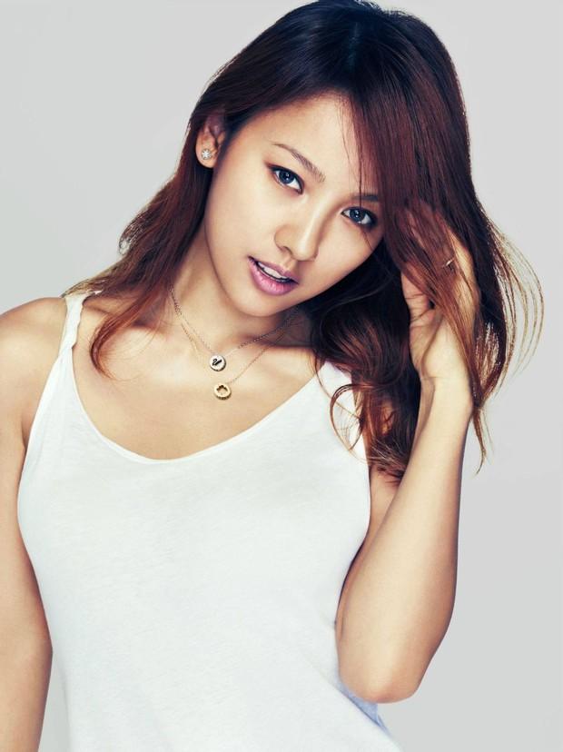 Song Hye Kyo, Lee Hyori và hai người đẹp đình đám: Ai sở hữu chiếc mũi hoàn hảo nhất xứ Hàn? - Ảnh 5.