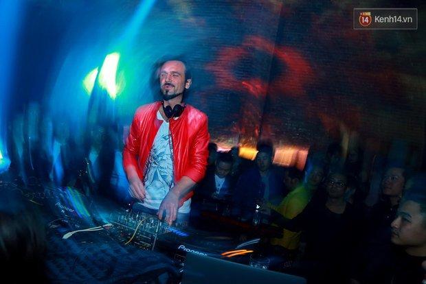 Khán giả Hà Nội hoài niệm trong đêm nhạc Deep House bay bổng cùng DJ Ahmet Kilic - Ảnh 6.