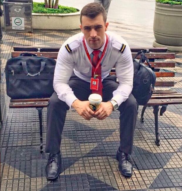 Anh chàng phi công siêu đẹp trai với body 6 múi đang làm dậy sóng Instagram  - Ảnh 14.