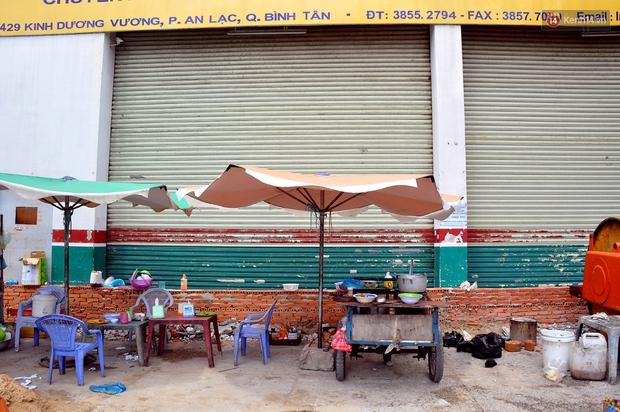 Chuyện lạ Sài Gòn: Mùa mưa về, rủ nhau xây thành lũy chắn trước nhà để... chống ngập - Ảnh 12.