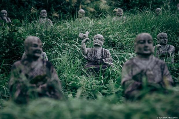 Nỗi ám ảnh từ những bức tượng biết đi tại công viên ma Nhật Bản - Ảnh 10.