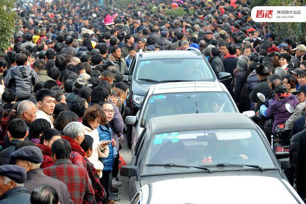 Những đám cưới toàn vàng ròng ở Trung Quốc luôn khiến người ta phải choáng ngợp - Ảnh 10.