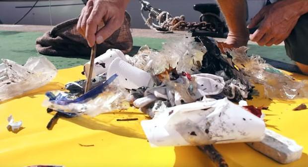 Phát minh kỳ diệu: thùng hút rác tự động trên đại dương - Ảnh 7.