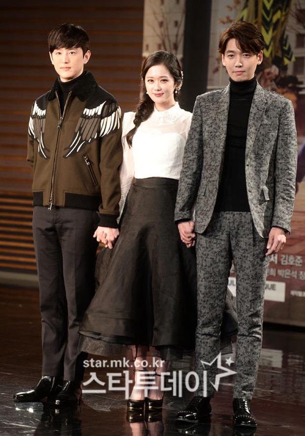 Jang Na Ra đẹp như nữ thần, nắm chặt tay người yêu Soo Young (SNSD) trong sự kiện - Ảnh 7.