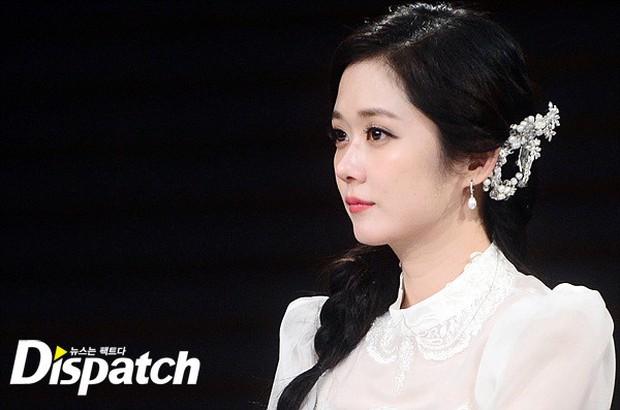Jang Na Ra đẹp như nữ thần, nắm chặt tay người yêu Soo Young (SNSD) trong sự kiện - Ảnh 3.