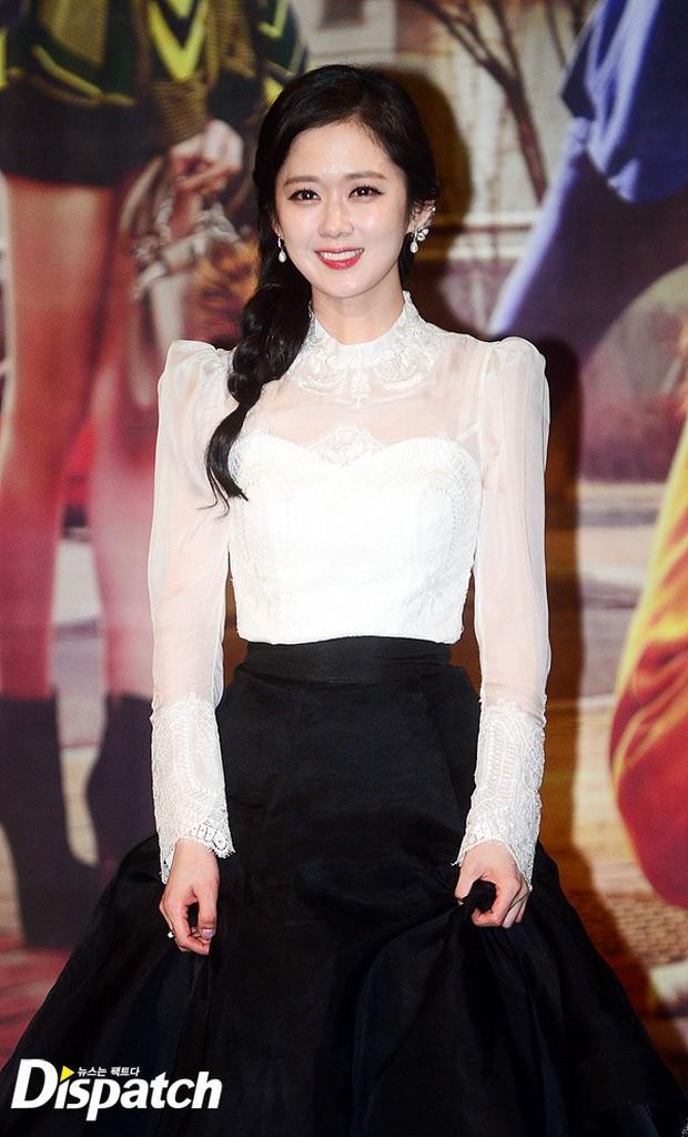 Jang Na Ra đẹp như nữ thần, nắm chặt tay người yêu Soo Young (SNSD) trong sự kiện - Ảnh 2.