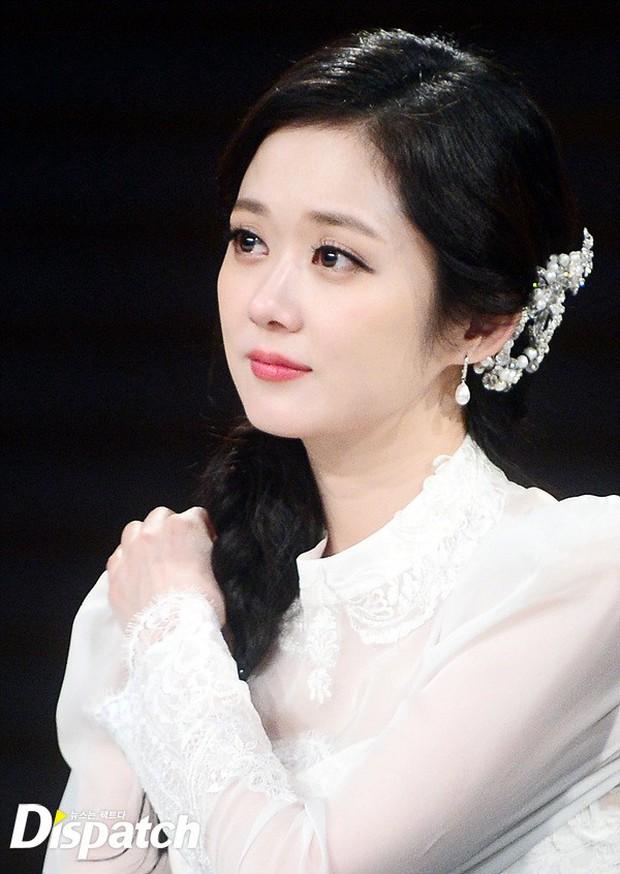 Jang Na Ra đẹp như nữ thần, nắm chặt tay người yêu Soo Young (SNSD) trong sự kiện - Ảnh 5.
